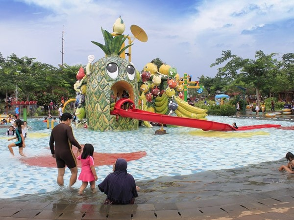 Water Kingdom Mekarsari 2015