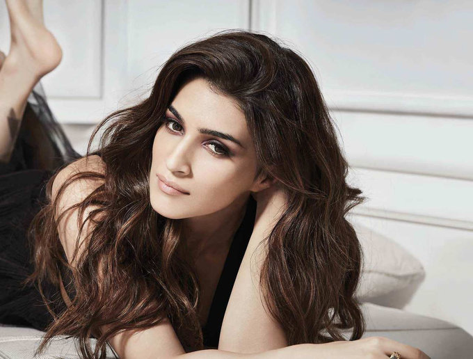 Kriti Sanon Photoshoot for Cover of Filmfare Magazine June 2017