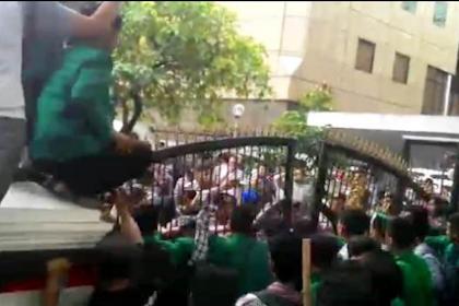 Luar Biasa Aksi Ratusan mahasiswa HMI Geruduk Gedung DPRD Sumatera Utara Tuntut Jokowi