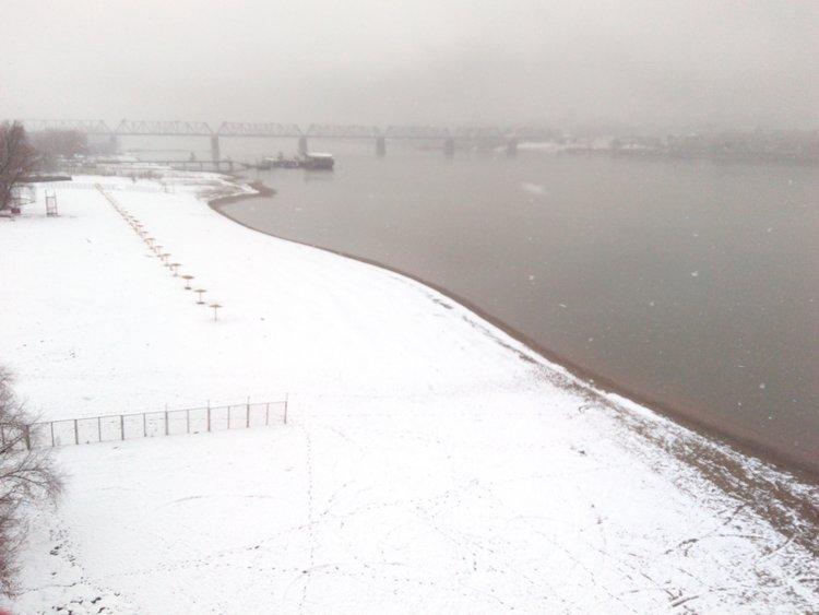 Снег на пляже Новосибирск