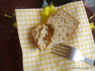 Λαχταριστό αλμυρό κέικ με φέτα, πέστο μαϊντανού και λιαστή ντομάτα