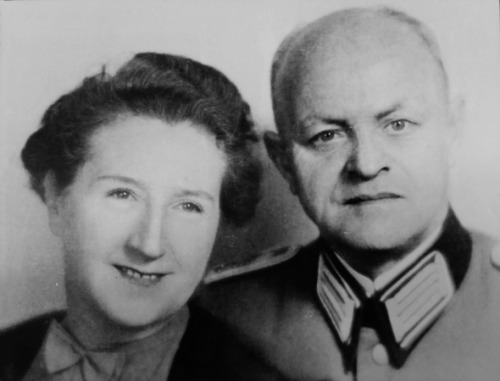 Eva Braun parents worldwartwo.filminspector.com