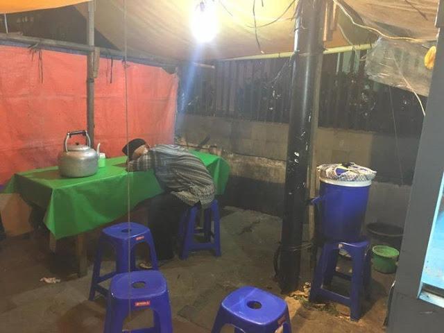 Meski Usaha Nasi Uduknya Tak Selalu Laris, Kakek Renta Ini Setia Tunggu Pembeli Hingga Tertidur
