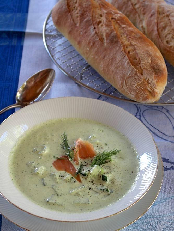 Kalte Gurkensuppe mit Weißbrot nach Günther Weber