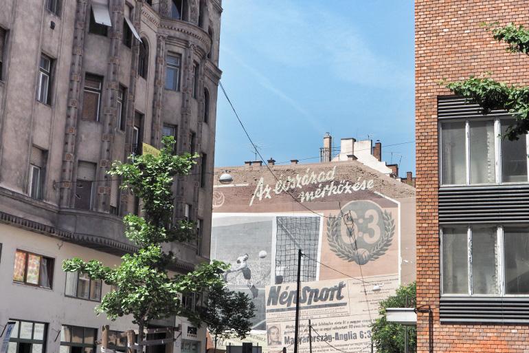 Street art sur les façades des bâtiments de Budapest