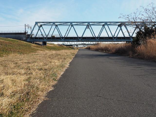 荒川自転車道 京成押上線と木根川橋