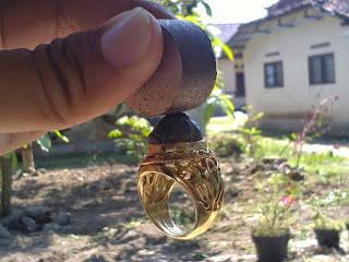 Batu Badar Besi Harga dan Khasiatnya