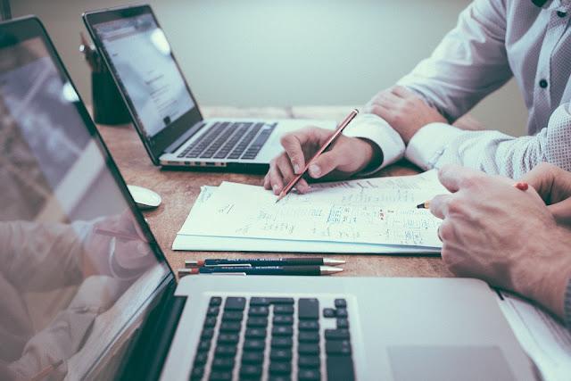 Jak zareklamować swoją firmę?    content marketing, pylon reklamowy, blibord, wydarzenia branżowe