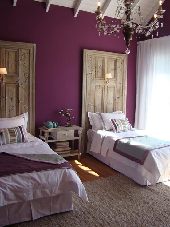 Fotos de dormitorios morados violetas lilas ideas para - Como adornar una pared ...