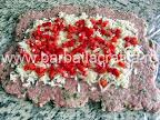 Rulada de carne tocata cu pesmet preparare reteta - imprastiem ardeiul taiat bucatele subtiri