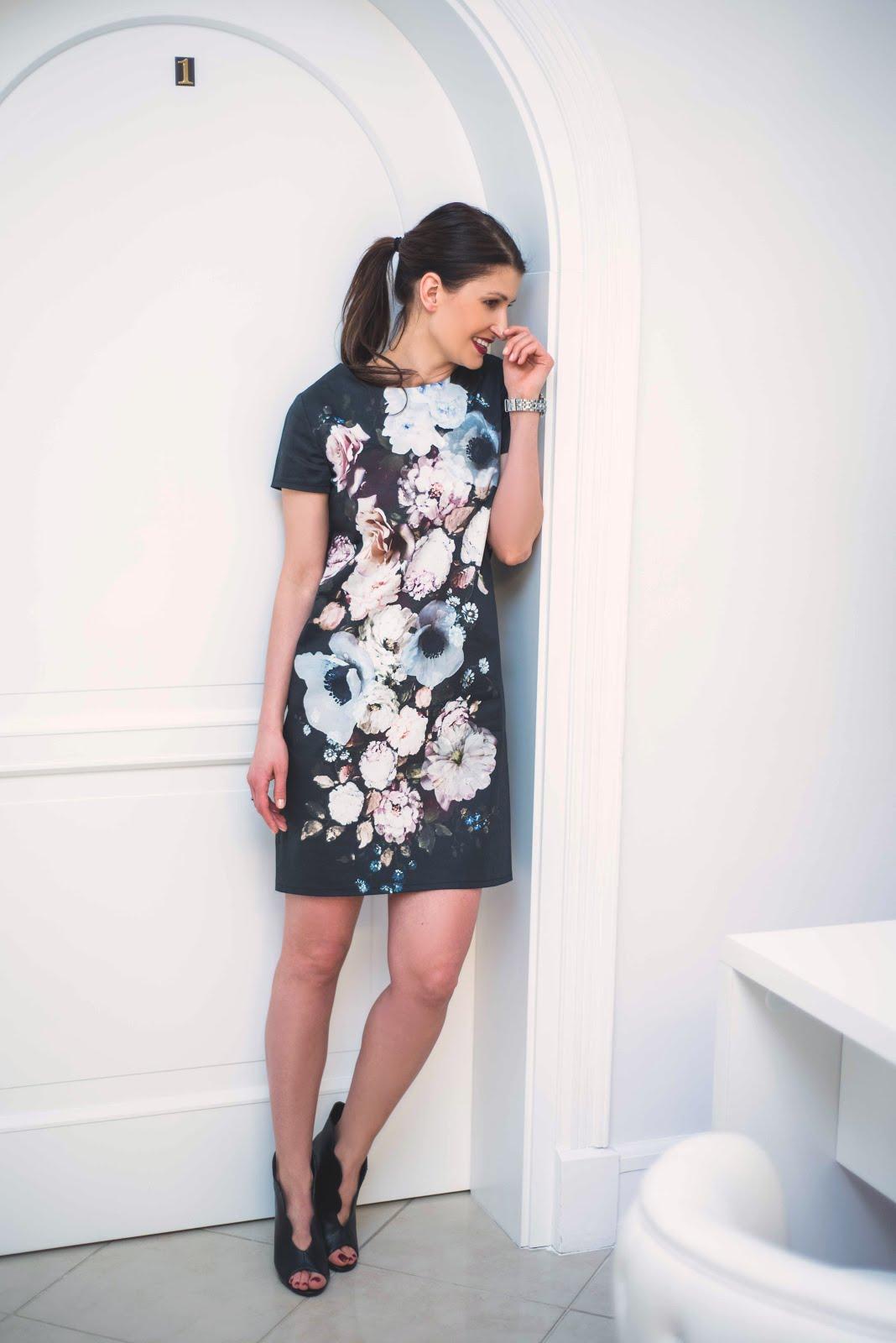 d5bcbeaedb Mała Czarna i Kwiaty   koktajlowa sukienka w stylizacji. Sukienka i  flowerbox dostępne są w butiku Novamoda. buty - Aldo. photo  Olga  Jędrzejewska