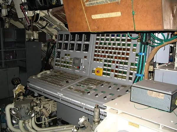 Tablero de comando del ARA Santa Fe, el submarino que está a medio terminar desde 1990