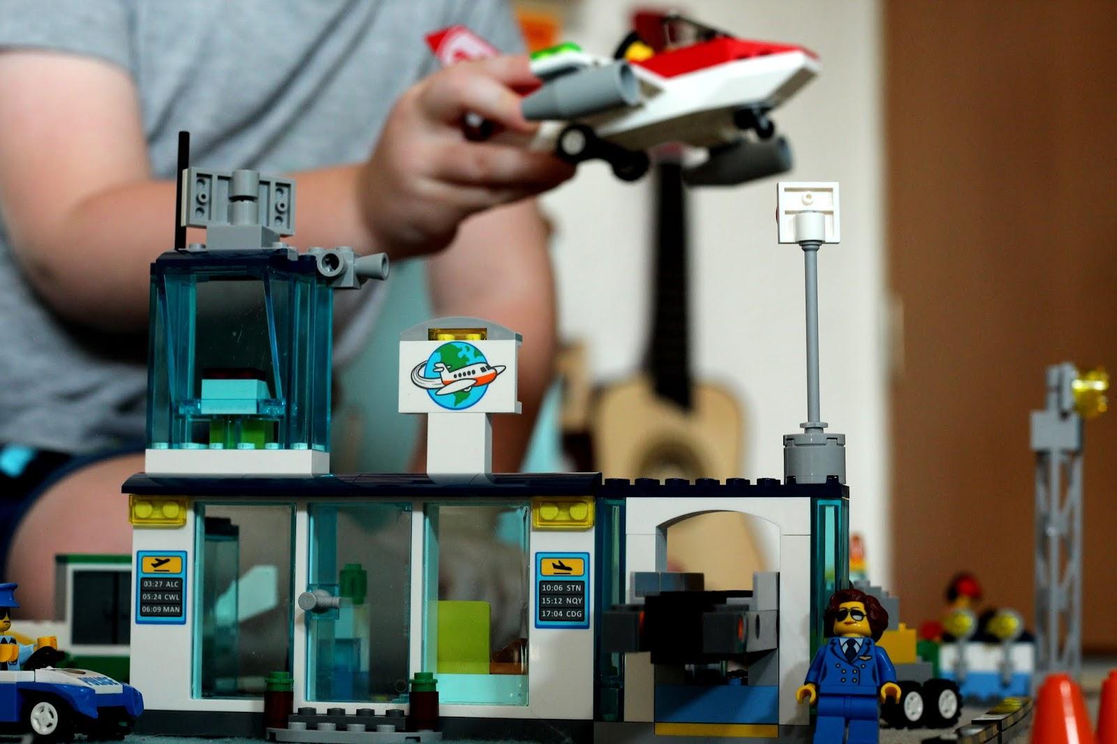 Bauen wie die Großen: Der LEGO Juniors Flughafen | Apfelbäckchen ...