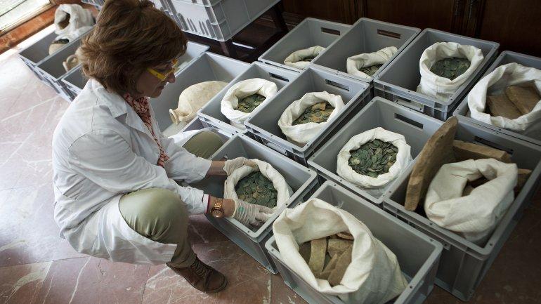 Baños Romanos Andalucia: EN ANDALUCÍA 600 KILOS DE MONEDAS DE BRONCE DEL IMPERIO ROMANO