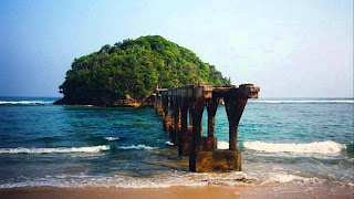 Pesona Pantai Jembatan Panjang di Malang