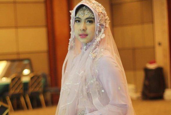 Shindy Adik Oki Setiana Dewi si Calon Dokter