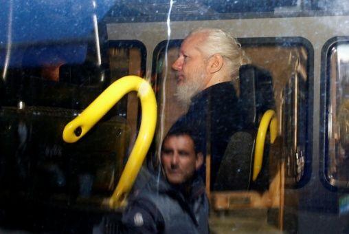 Denuncian incomunicación de Assange en cárcel londinense