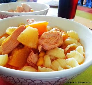 kurczak z owocami
