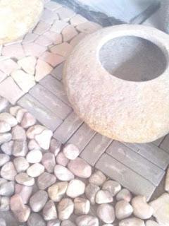 Pot bunga kecil dari batu alam