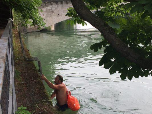 Berenang Ke Pejabat, Cara Altenatif Elak Kesesakkan Lalu Lintas