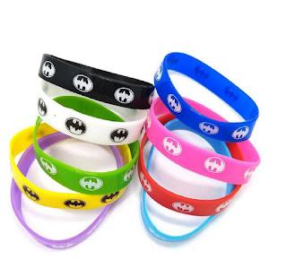 bracciali braccialetti silicone personalizzati a tema batman gadgets economici fine festa compleanno bambini