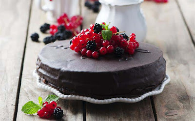 chocolate-cake-sweets-icing-berries