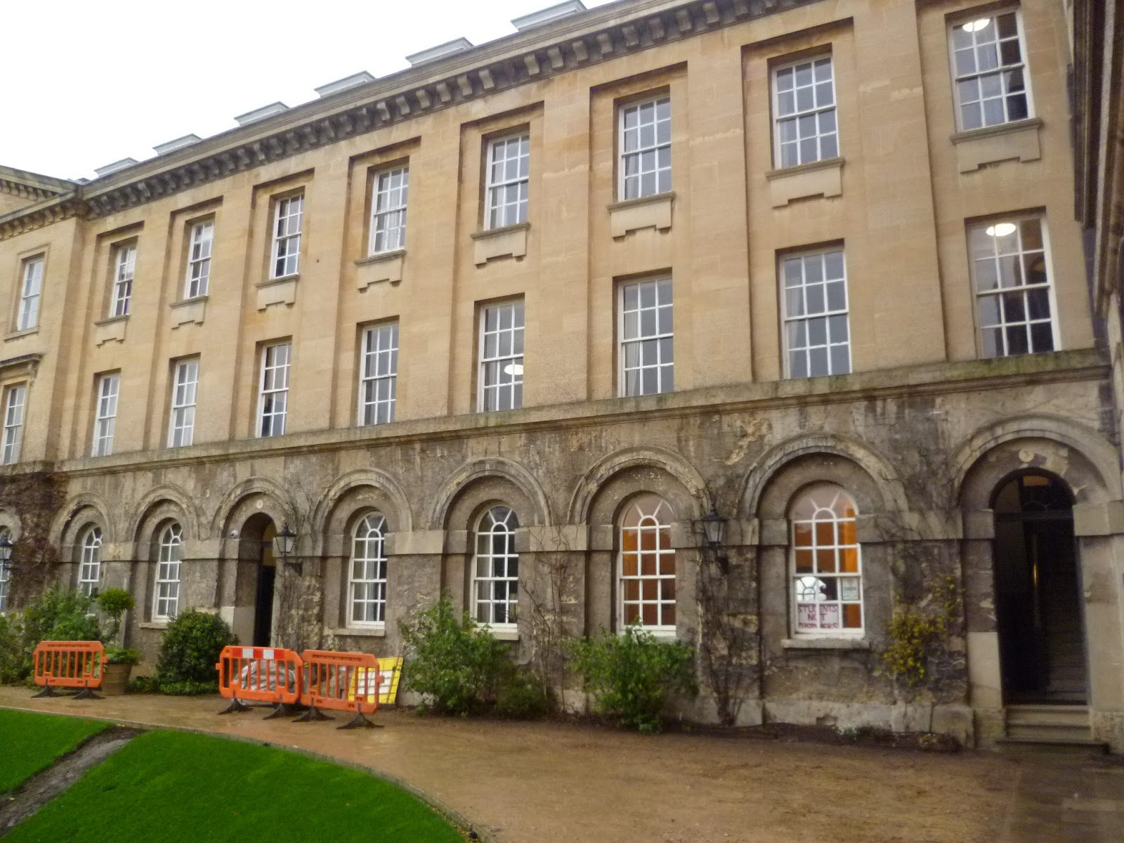 Worcester College Gardeners Removing The Parthenocissus