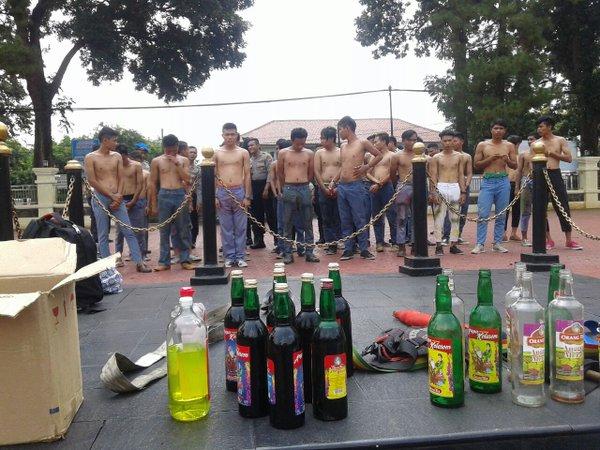 Niatnya Mau Ngerayain Kelulusan SMA Dengan Pesta Miras. Eh Malah Keburu Ketangkap Polisi