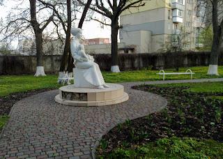 Миргород, Полтавская обл. Скульптура матери и ребёнка