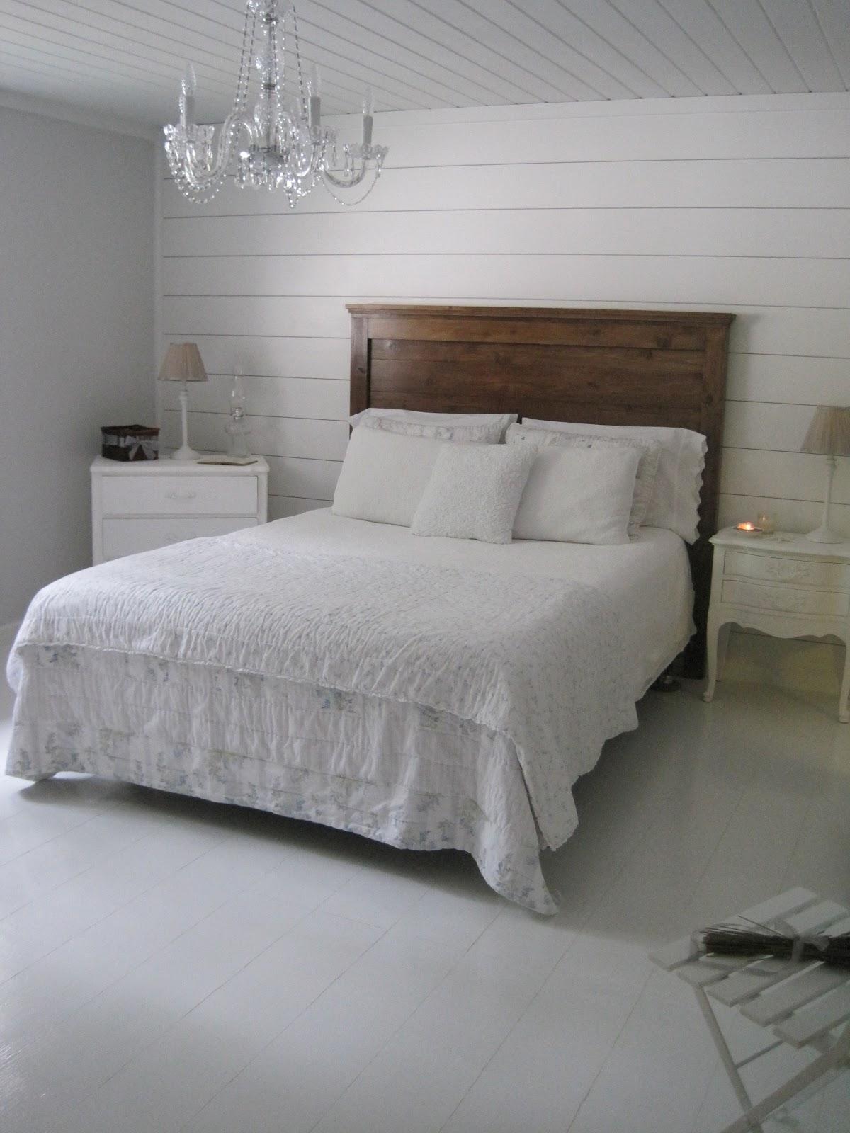 "{Beautiful Nest}: ""Reclaimed Wood"" Headboard (Master Bedroom)"
