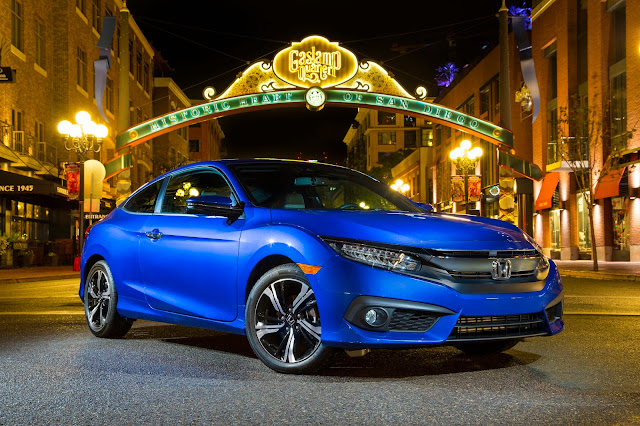 Front 3/4 view of 2016 Honda Civic 1.5T 2-Door Touring