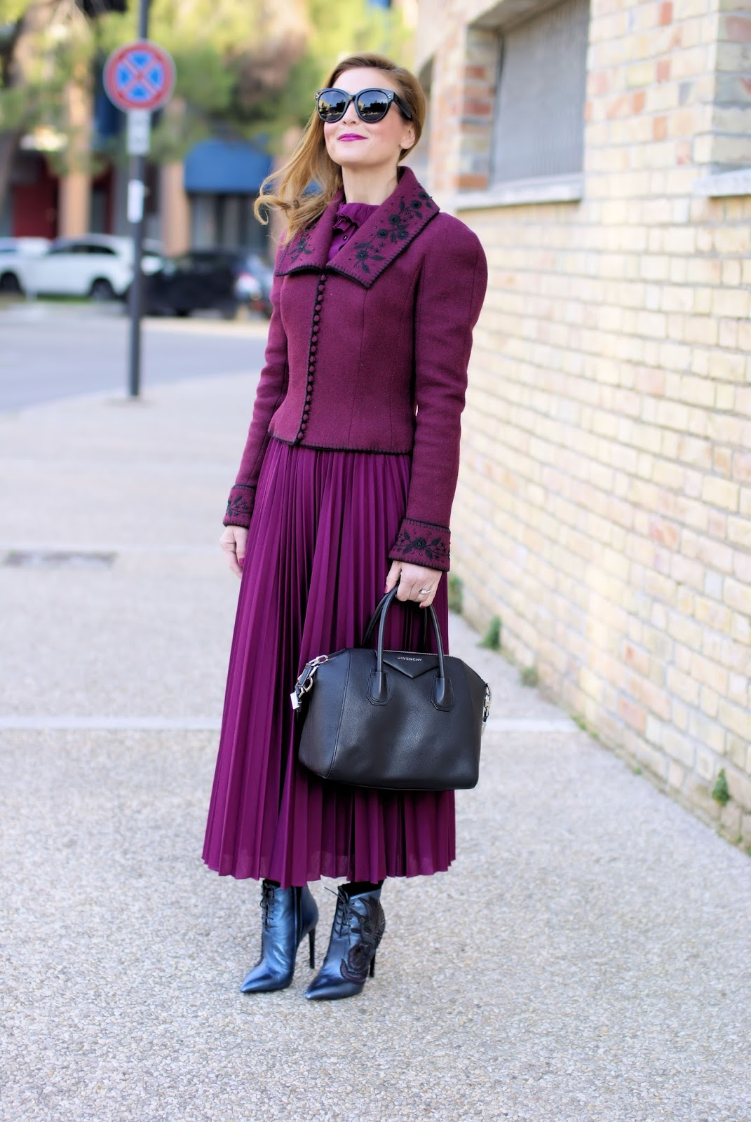 Victorian style jacket: vintage inspired outfit on Fashion and Cookies fashion blog, fashion blogger style