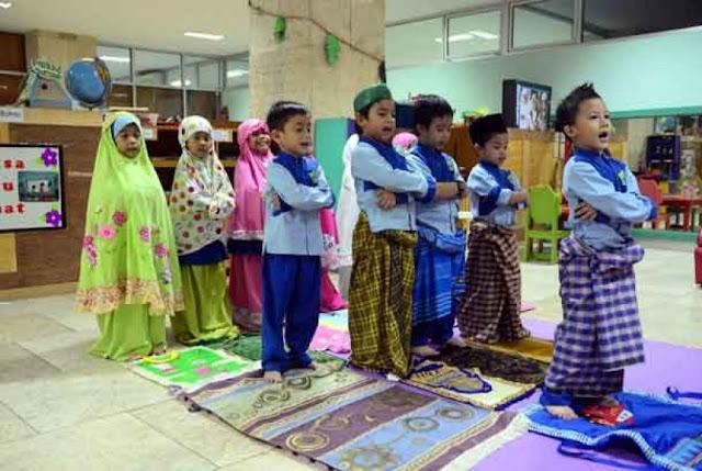 Doa Agar Anak Rajin Sholat 5 Waktu Lengkap Arab, Latin dan Artinya