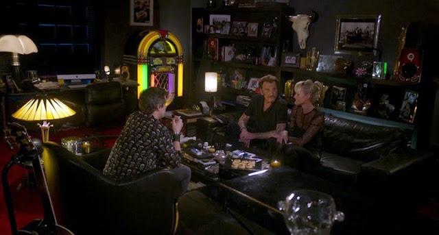 Guillaume Canet, Johnny et Laeticia Hallyday dans Rock'n Roll, réplique culte : ça caille non ? j'vais allumer le feu