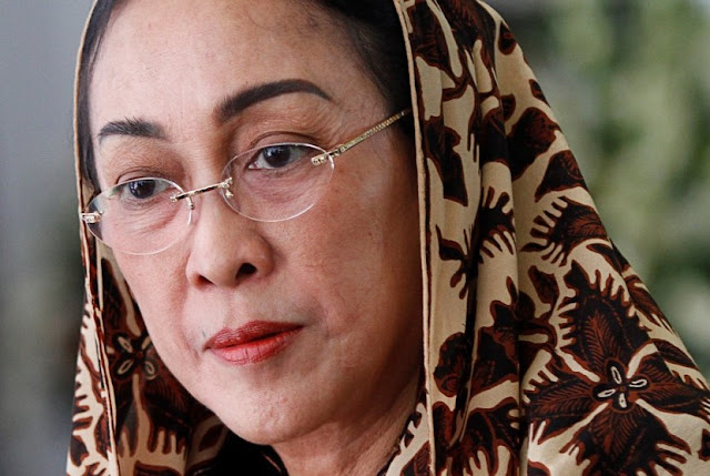 """""""Dewi Perssik jadi 'Duta Keselamatan Berlalu Lintas', Sukmawati jadi Duta Syariat Islam?"""""""