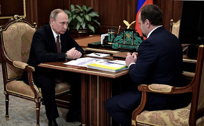 Vladimir Putin with Natural Resources and Environment Minister Sergei Donskoy.