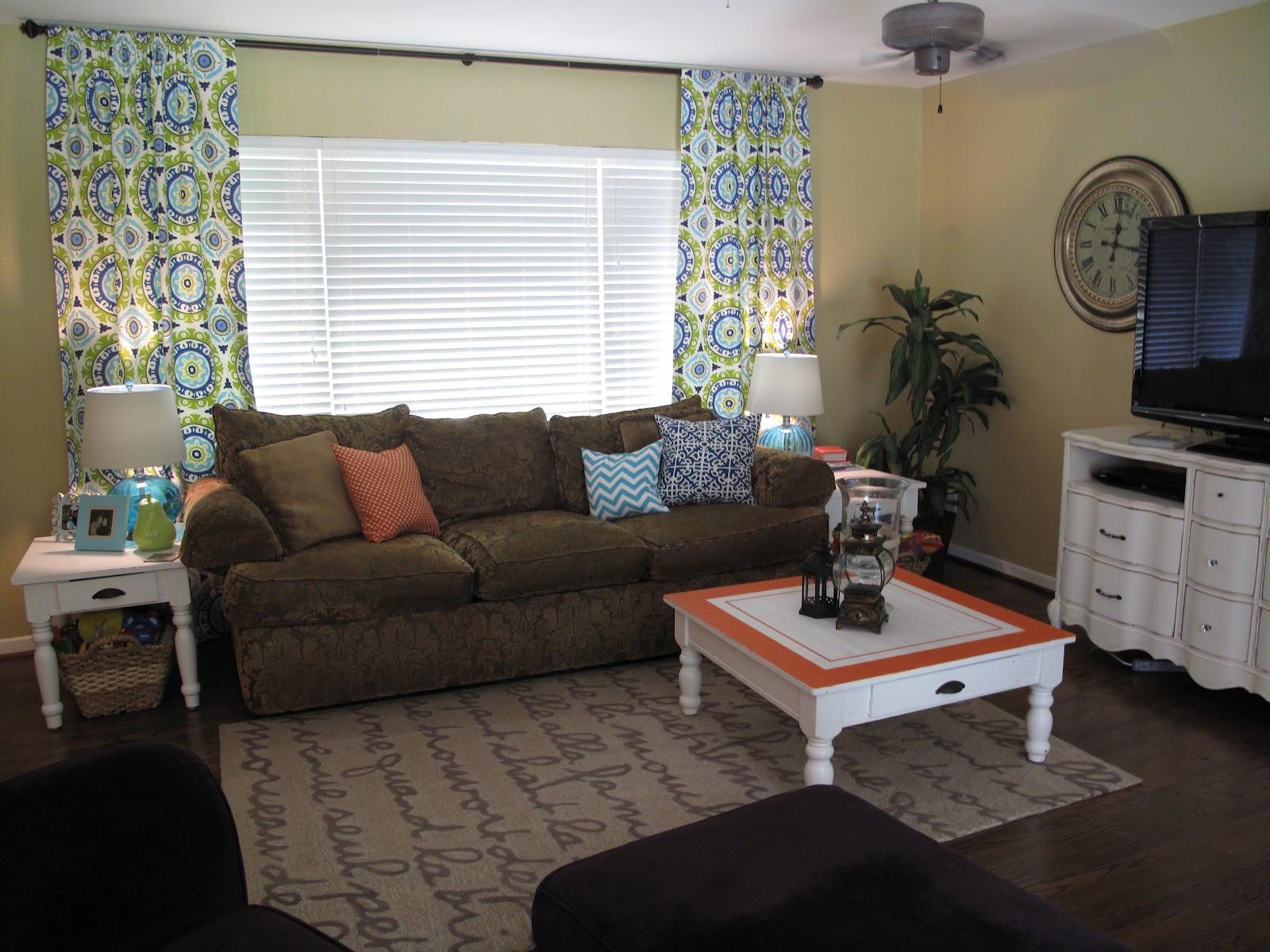 Bella and Brinkley's Momma: Living Room Redo