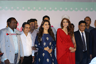 Bollywood Actress Juhi Chawla Launchs Better Homes 10th Anniversary Celetion Cover  0049.JPG