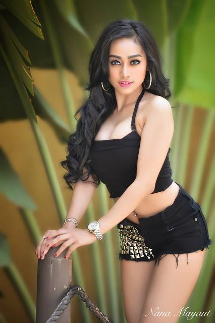 Nheyla Putri in Black Mini Pants Photoshoot