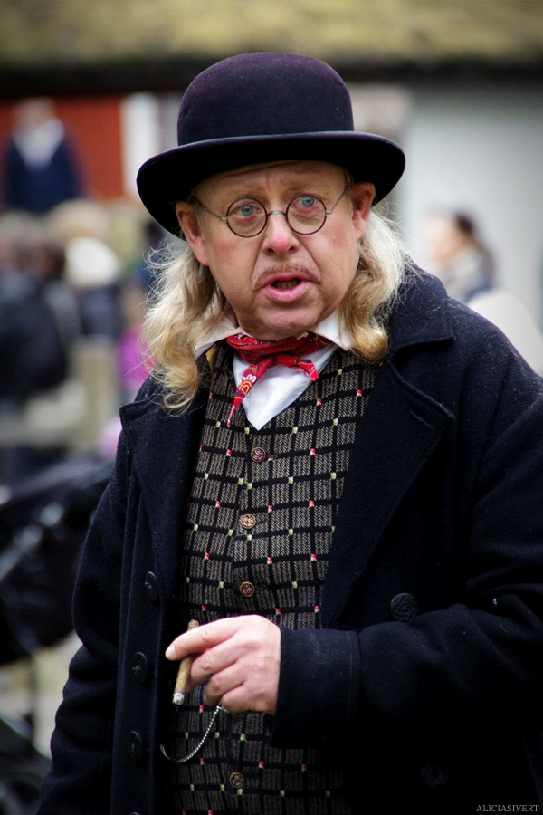 aliciasivert, alicia sivertsson, skansen, skansens höstmarknad, market, autumn, utklädd, utklädnad, dressed up, hat, cigar, scarf, sala-janne