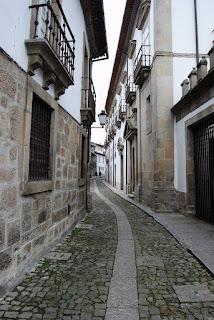 petite ruelle dans la vieille ville Guimaraes
