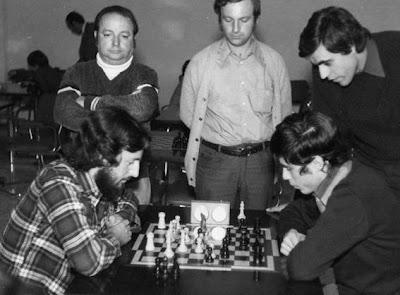jacint raurell jugando ajedrez