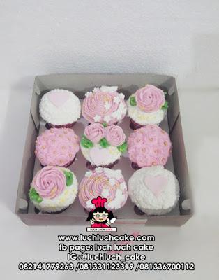 Cupcake Buttercream Bunga-Bunga Cantik