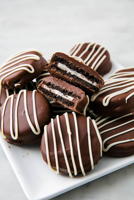K'Mich Weddings - wedding planning - dessert ideas - chocolate oreos - delish.com