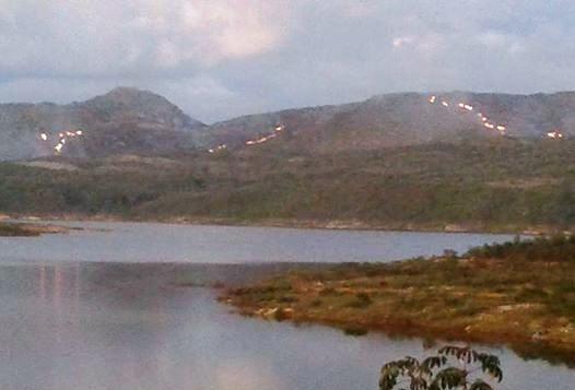 Chapada: Apesar das chuvas recentes, fogo consome grande área de vegetação