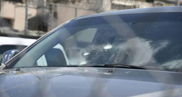 Policía frustra asalto a dealer; mata dos hombres, hiere uno y atrapa otro