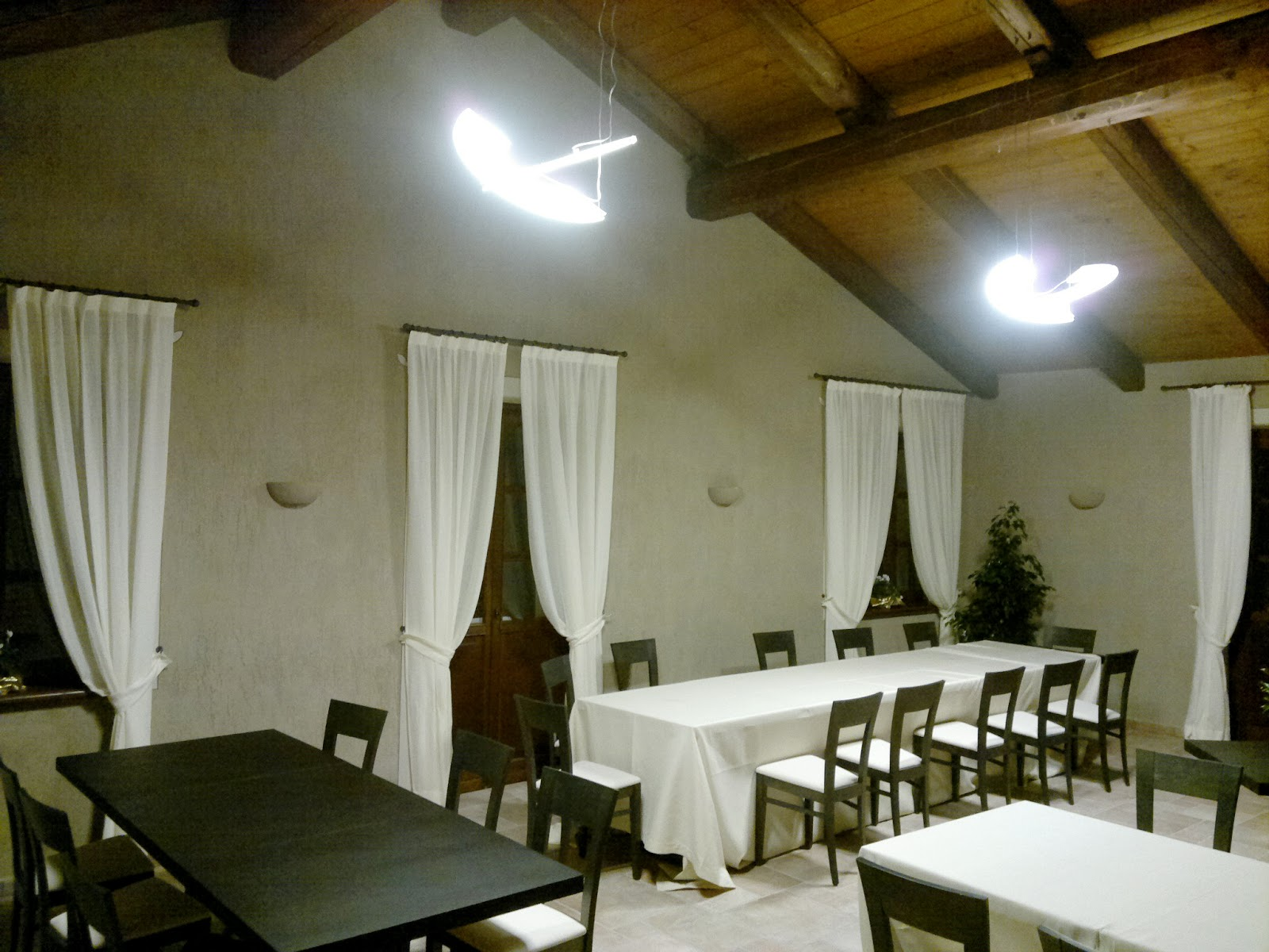 Illuminazione led casa lluminare a led una mansarda for Lampade a led casa