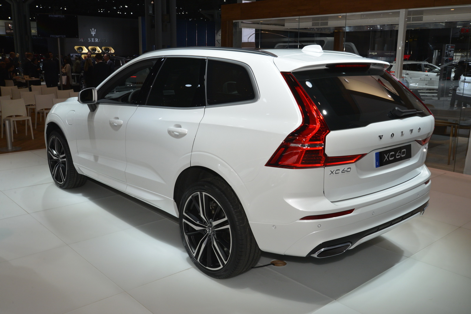 ny show 2018 volvo xc60 looks doomed for success carscoops. Black Bedroom Furniture Sets. Home Design Ideas
