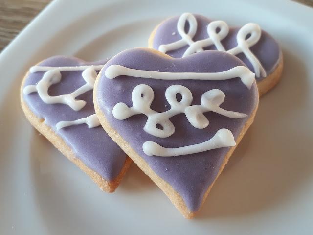 Keks der Woche: Herz/Herzchen in Lila mit Royal Icing
