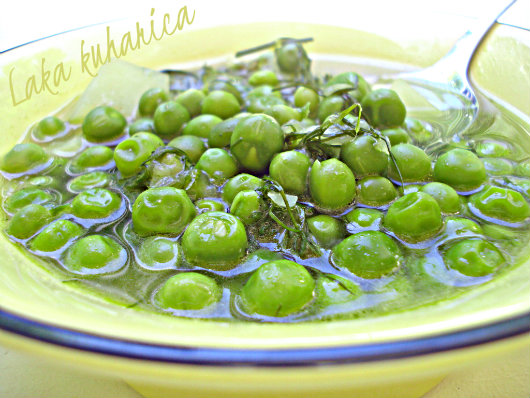 Young peas and kohlrabi with dill by Laka kuharica: aromatic vegetable soup ideal for hot summer days.